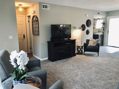 FLAT SCREEN TV AND ELECTRIC FIREPLACE IN LIVING ROOM