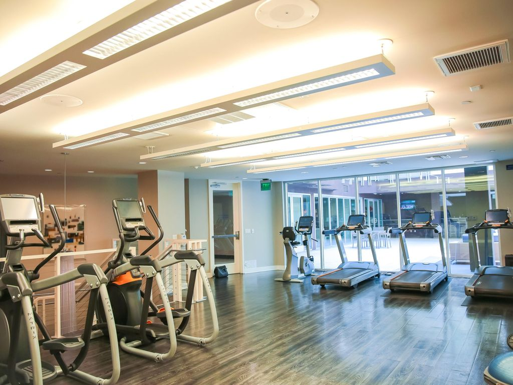 1111 Wilshire Blvd: Fitness center w/top of the line equipment ...