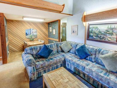 Photo for Mountain condo walk to Eagle Express, perfect for 4- sauna, BBQ, pool