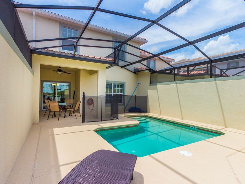 Luxurious 4 Bedroom 3 Bath Pool Townhome In Storey Lake Resort Near All Orlando Attractions