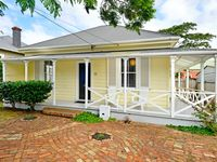 Very nice house with a great range of aminities, and well located  in Devonport.