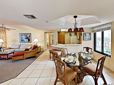 Dining Area - Your TurnKey rental combines the amenities of a fine hotel with the comforts and privacy of your own home.