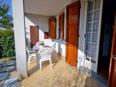 Photo for Charming cottage ground floor with garden a few steps from the sea in Lido Nations