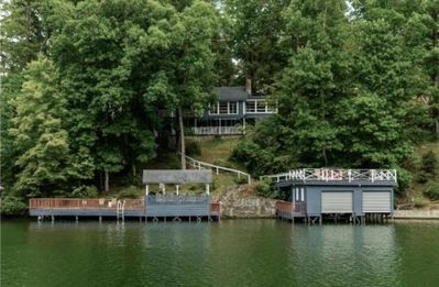Photo for Charming Lake Front Cottage