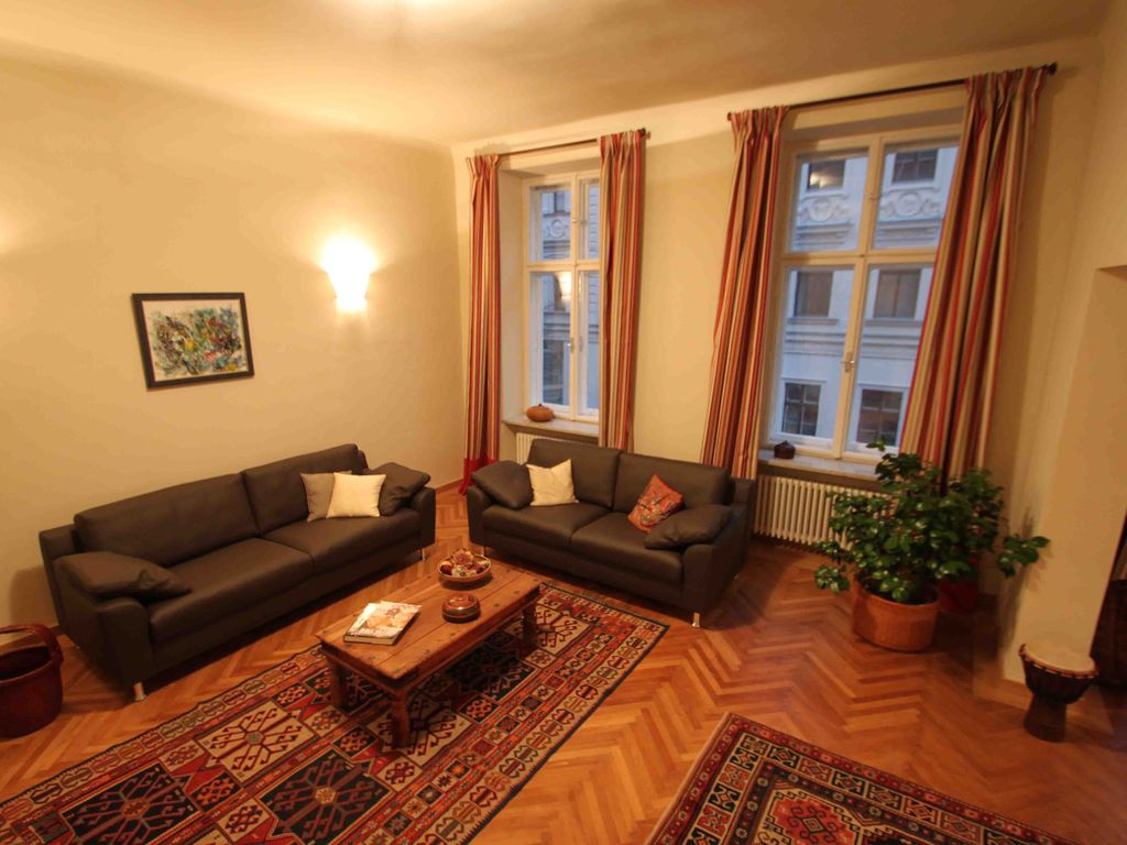 Cosy, spacious old apartment in central location