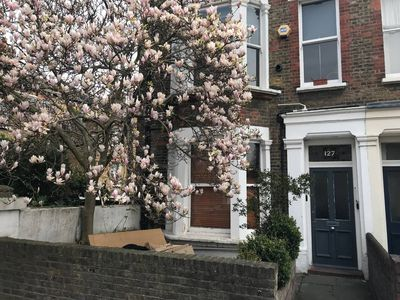 Photo for Two Bedroom Apartment with Outside Courtyard Maida Hill Free Wi-Fi & T V