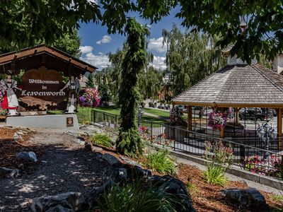 Photo for Cozy, dog-friendly retreat w/ an awesome location near the Bavarian Village!