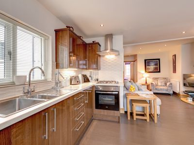 Photo for Simples - Two Bedroom Apartment, Sleeps 4