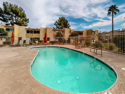 Photo for Stylish Scottsdale condo w/ four shared pools - close to great shops & dining!