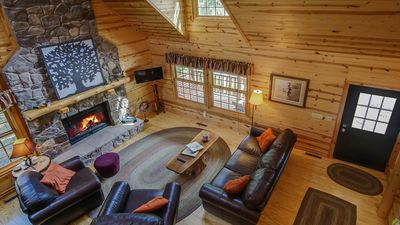 Kingfisher Cove Cabin 16 is a cozy escape on Goshorn Lake.