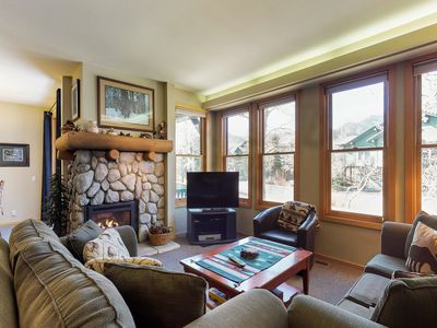 Photo for Townhome with shared hot tub , near golf course and close to skiing