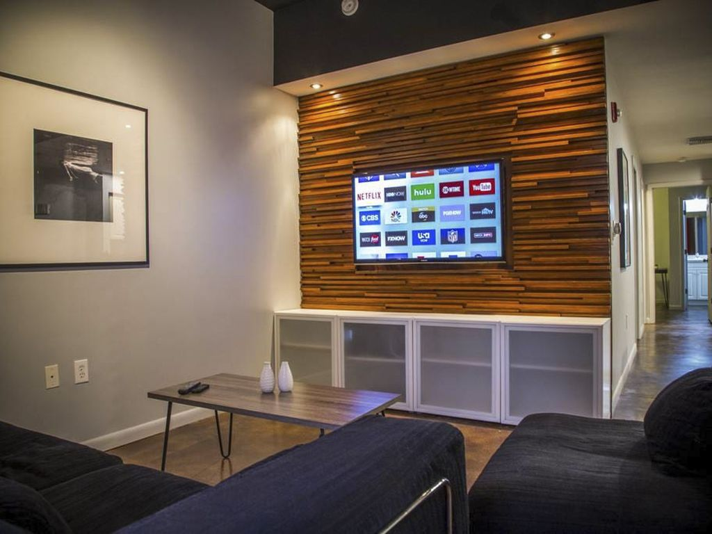 Comfy Living Room With Wi Fi And AppleTV 40 Music Movie
