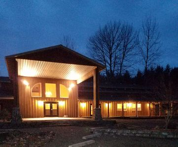 Addivia- A large lodge sleeping 16 located on 18 acres in the WIllamette Valley