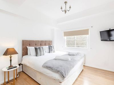 Photo for Professionally cleaned Cosy 2 bed, 2 bath w/patio on Kings road Chelsea
