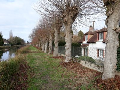 Photo for Cottage detached house at the edge of the canal