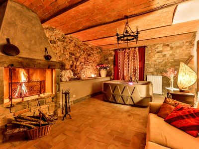 Photo for Beautiful  villa for 4 guests with WIFI, hot tub, TV and parking, close to Arezzo