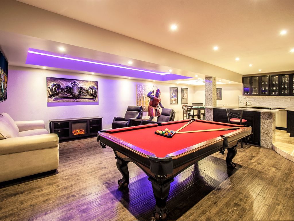 Just Listed Beautiful Bed Bath Close To Strip Wpoolspa - Pool table rental las vegas