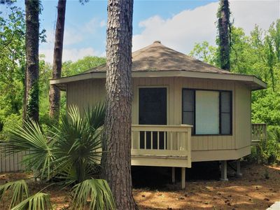 Barefoot Bungalow! Newly Updated Beach Bungalow Located on Quiet Cul-de-sac
