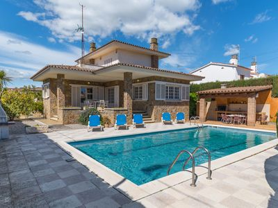 Photo for Gladiol: Villa with pool 5 minutes from the beach