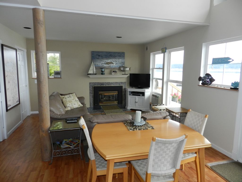 Dining U0026 Living Area, Gas Fireplace, LCD TV U0026 Views Of The Water