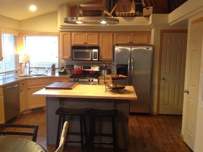 Ironman- Beautiful & comfortable home, sleeps 9+ - hot tub. Great for lg groups