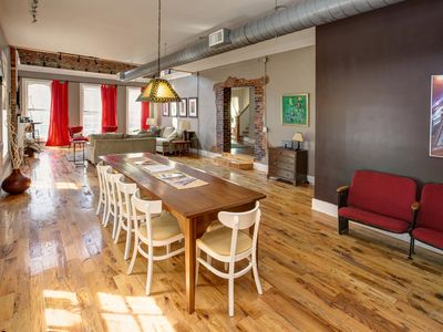 Loft on Market | 10+beds **Socially Distance with Us**