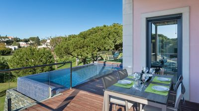 Photo for 2 bed apartment with infinity pool and golf views in Vale do Lobo, Algarve.