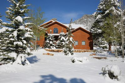 Rocky Mountain Splendor - Enjoy the winter wonderland of Estes Park from the warmth and comfort of your vacation home.