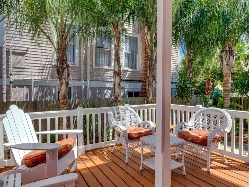 Property Image#4 East End Historic District Victorian Home With A Freplace,  Patio,