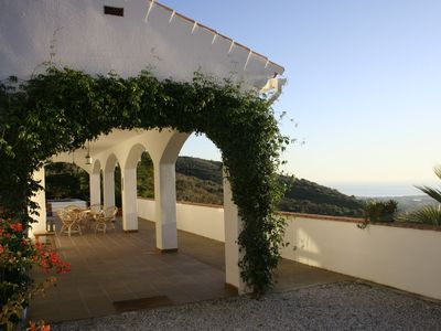 Photo for Beautiful villa with pool for 6, close to the sea