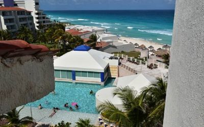 Photo for Ocean front ocean view Hotel Zone Cancun.