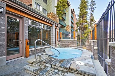 Enjoy access to multiple community hot tubs and walking distance to ski slopes!