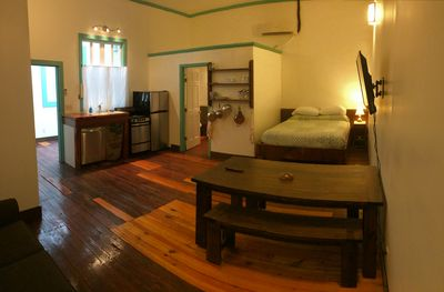Full kitchen, queen bed, flat screen tv with cable, hi speed wifi.