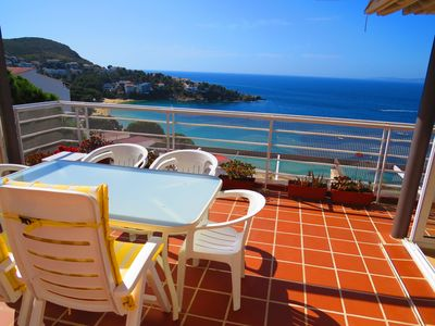 Photo for MAR. Flat with wonderful sea view, community pool and private car space.