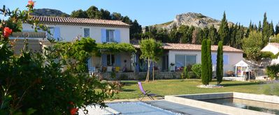 Photo for Pretty, furnished Provencal farmhouse for 6 on 2000-m² in the Alpilles