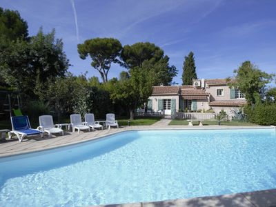 Photo for Spacious Provencal house in a quiet, large pool