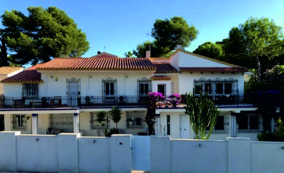 Photo for Luxurious,spacious 8 bed villa with 4 bathrooms and large pool close to beach