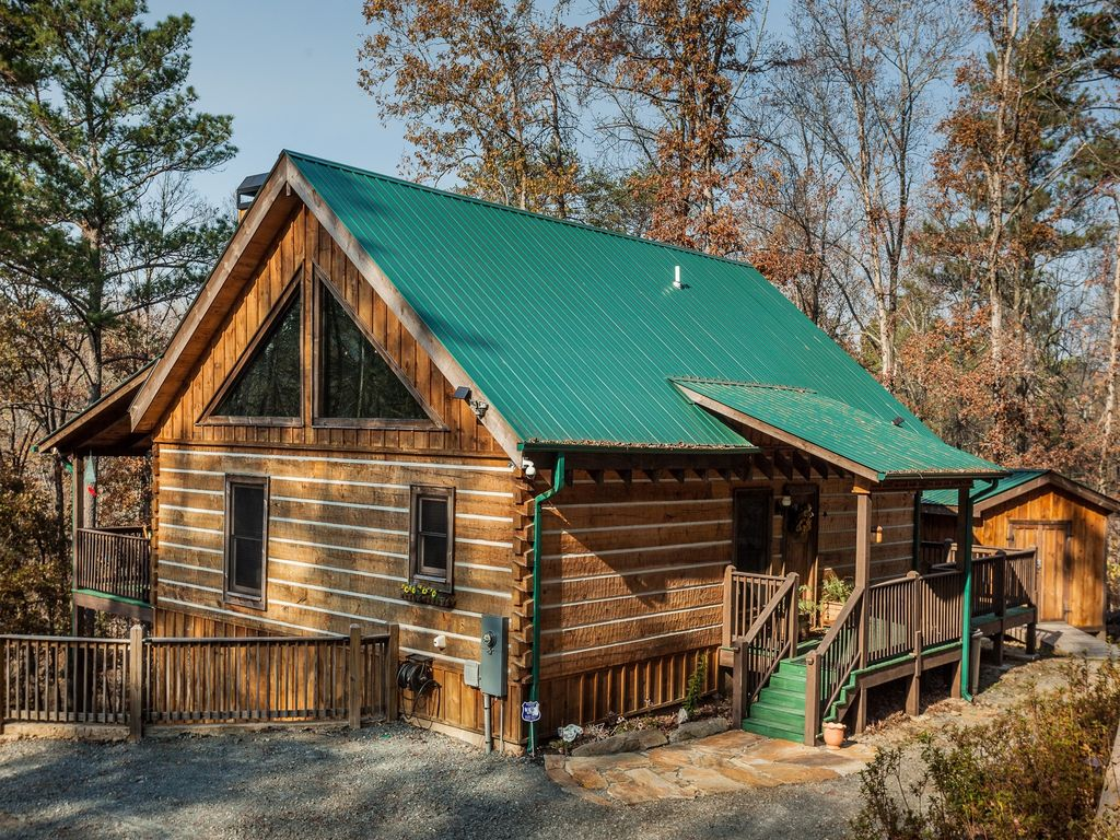 Water wines in the pines stunning log cabin on creek for North georgia cabin