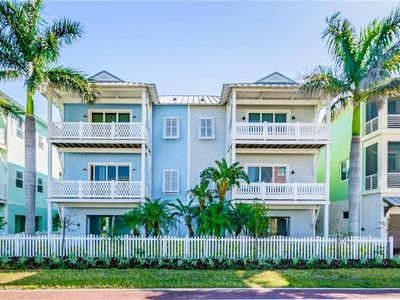 Photo for **NEW** Charming 4bd Townhouse, Sleeps 10,Newly Furnished, Elevator,Sunset Views