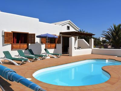 Photo for Comfortable, detached villa with pool in Playa Blanca, 1 km from the beach