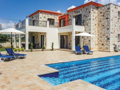 Photo for Spacious modern villa with modern appliances, a private pool and Wi-Fi