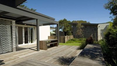 Photo for Vlinders - Great family home close to park, shops, cafes & restaurants