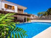 The large swimmingpool and the dinnertable outside  very close to the beach  the kindness of the o..