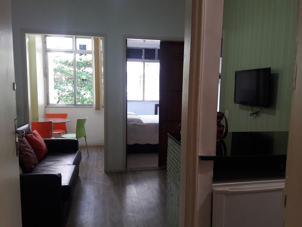 10Mb comfort with economy in 2nd block from the beach, put 4 - 10mb wifi and  cable tv - copacabana