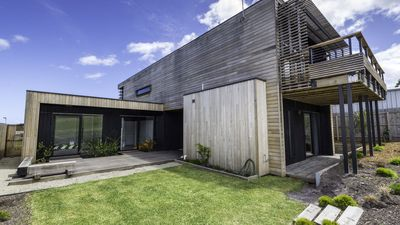 Photo for Bay Retreat - gorgeous architecturally designed home, pets welcome