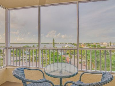 Photo for Bay View Efficiency on Fort Myers Beach/Estero Island- Unit 604