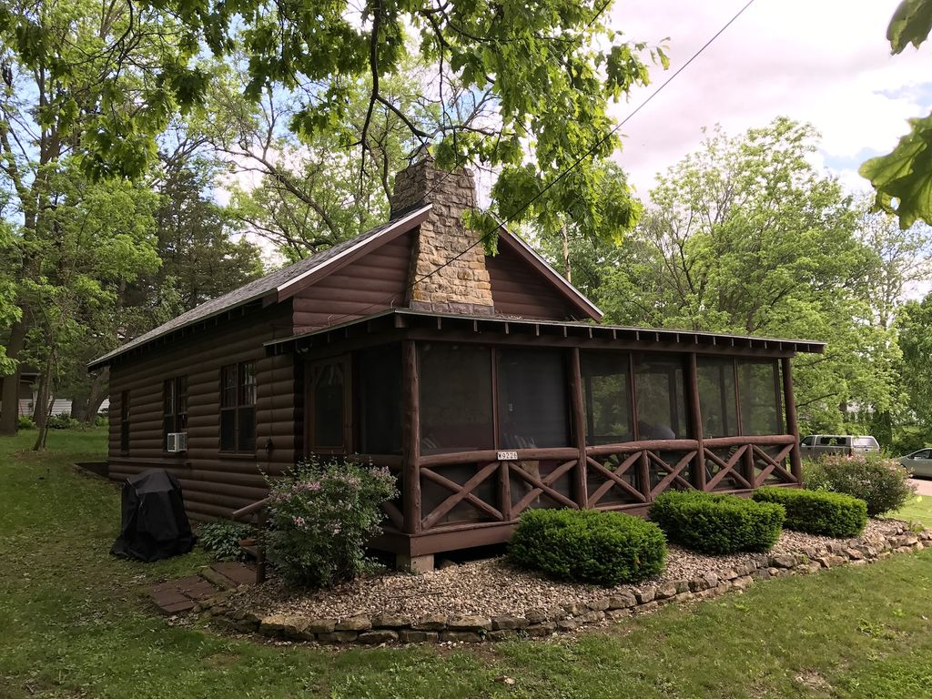 Classic Cabin Cottage With Big Screen Porch Stone
