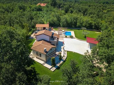 Photo for Gorgeous villa with pool in idyllic surroundings