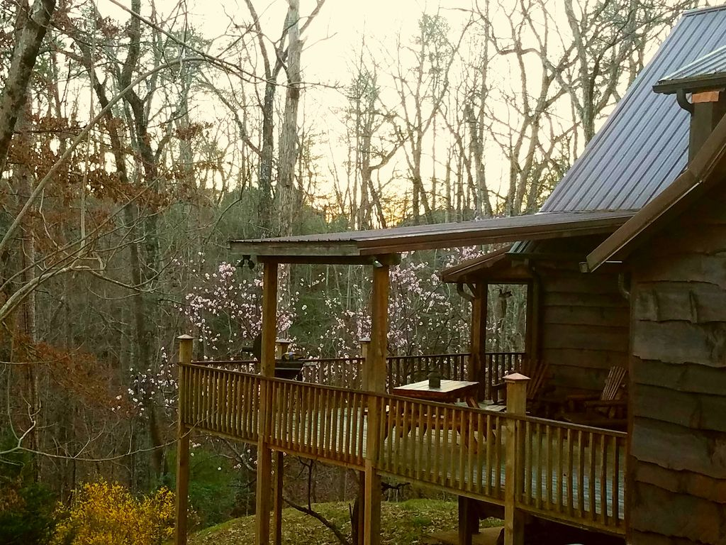 3 story log cabin mountainsprivate lake r homeaway for Three story log cabin