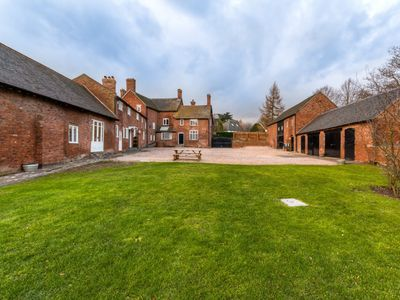 Photo for 8 bedroom House in Ashby de la Zouch - 29157
